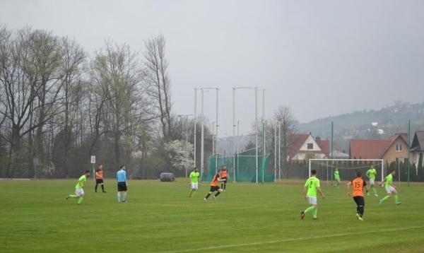 Seniorzy po długiej przerwie zagrali na stadionie im. Jana Ciszewskiego. KS Turbacz zmierzył się z drużyną LKS Szaflary