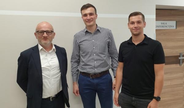 - Najważniejsza jest praca z dziećmi i młodzieżą - mówią członkowie zarządu KS Dobrzanka i wójt Benedykt Węgrzyn