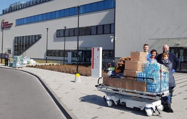Pracownicy Szpitala Uniwersyteckiego w Krakowie wzruszeni otrzymaną pomocą od mieszkańców