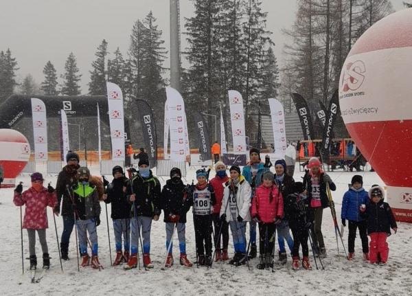 """Młodzi narciarze UKS """"Wierchy"""" podsumowują pierwsze starty w tym sezonie"""
