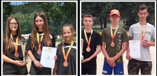 Drużyny z Olszówki i Łostówki na podium Wojewódzkich Igrzysk Młodzieży Szkolnej w Piłce Siatkowej Plażowej