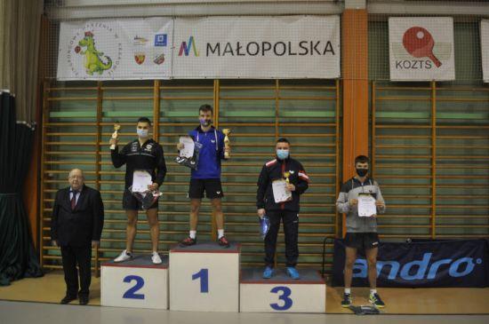 Dawid Kosmal zajął drugie miejsce w II Wojewódzkim Turnieju Klasyfikacyjnym Seniorek i Seniorów w tenisie stołowym