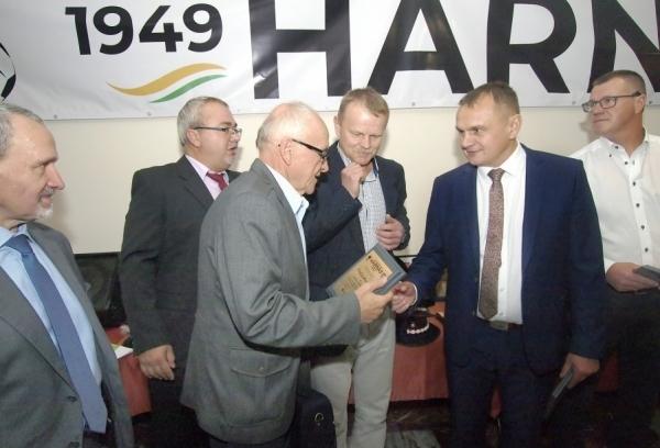 """Działacze """"Harnasia"""" podsumowali działalność klubu: Wierzę, że wspólnymi siłami zbudujemy coś pięknego w Tymbarku – mówi Franciszek Mrózek"""